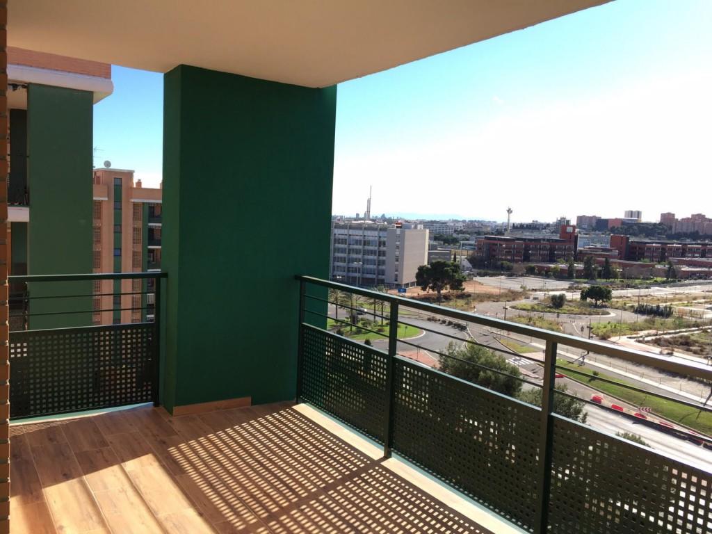 Cerramientos de terrazas en paterna casas verdes blog for Casas con balcon y terraza